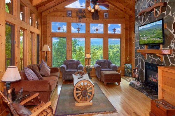 Living room with vaulted ceiling at Wagon Wheel Cabin, a 3 bedroom cabin rental located in Pigeon Forge