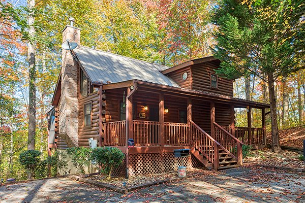 Front exterior view of Bear's Lair, a 2-bedroom cabin rental located in Pigeon Forge