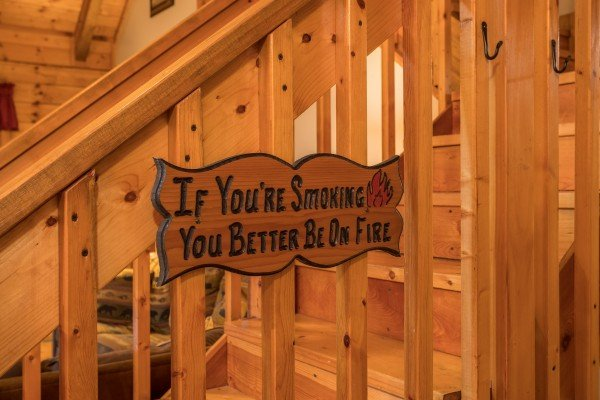 Custom wooden no smoking sign at Bear's Lair, a 2-bedroom cabin rental located in Pigeon Forge