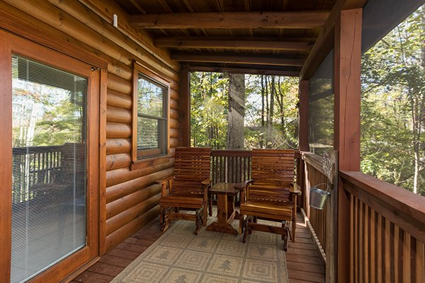 Rocking chairs on the screened porch at Bear's Lair, a 2-bedroom cabin rental located in Pigeon Forge
