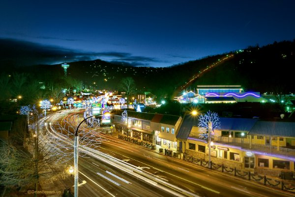 Gatlinburg strip at night near Bear's Lair, a 2-bedroom cabin rental located in Pigeon Forge