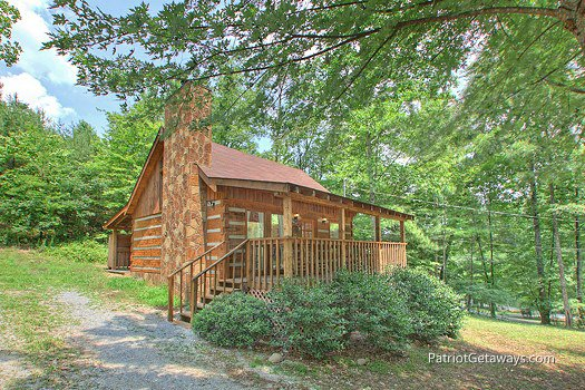 A single story log home named Call of the Wild, a 1-bedroom cabin rental located in Pigeon Forge