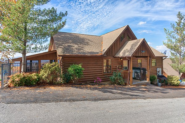 The Bear's House, a 4 bedroom cabin rental in Pigeon Forge