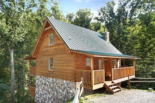 exterior front view at smoky bears creek a 2 bedroom cabin rental located in pigeon forge