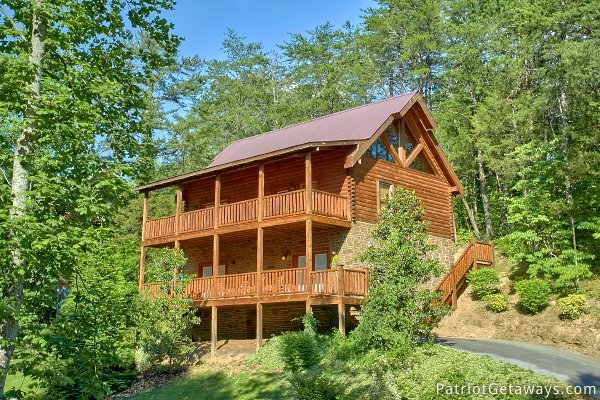 Exterior with two level deck at Alpine Sundance Trail, a 3 bedroom cabin rental located in Pigeon Forge