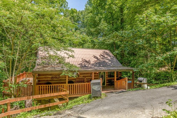 Bootlegger Hill Hideaway, a 2 bedroom cabin rental located in Pigeon Forge