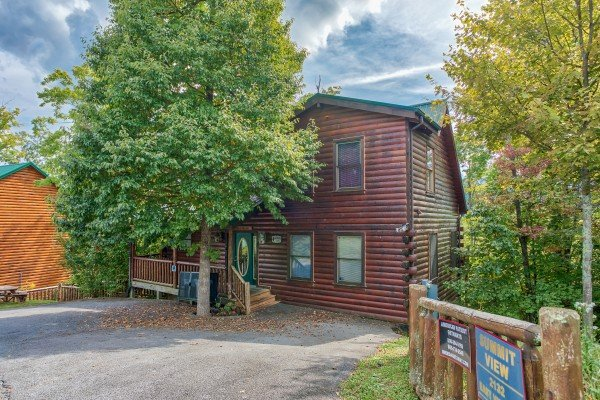 Level parking and cabin entry at Summit View, a 3 bedroom cabin rental located in Gatlinburg