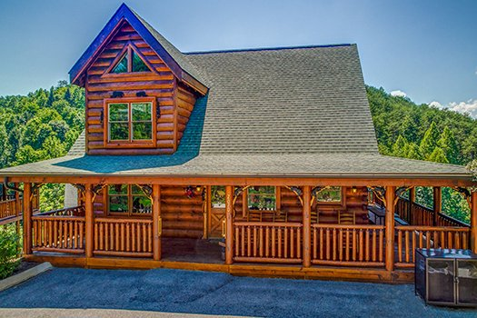 Lazy Bear Lodge, a 2 bedroom cabin rental located in Pigeon Forge