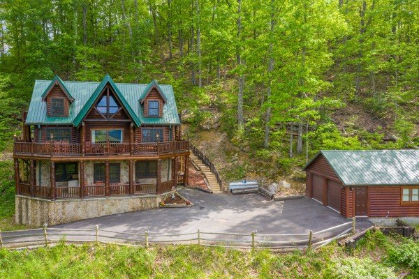 Cabin and driveway at Heavenly Homestead, a 4 bedroom cabin rental located in Pigeon Forge