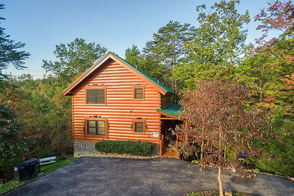 Exterior side view of Bearfoot Paradise, a 3-bedroom cabin rental located in Pigeon Forge