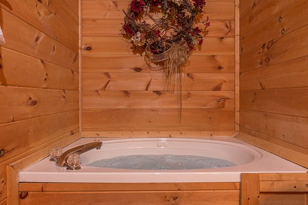 Jacuzzi tub at Lincoln Logs, a 2 bedroom cabin rental located in Gatlinburg