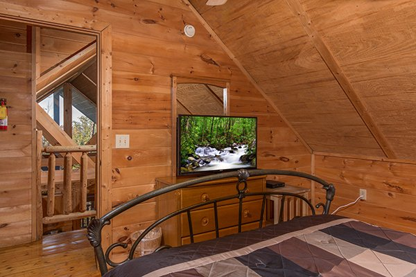 Bedroom with a TV and dresser at Lincoln Logs, a 2 bedroom cabin rental located in Gatlinburg