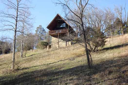 cabin rental located in pigeon forge named hanky panky with a single lofted bedroom