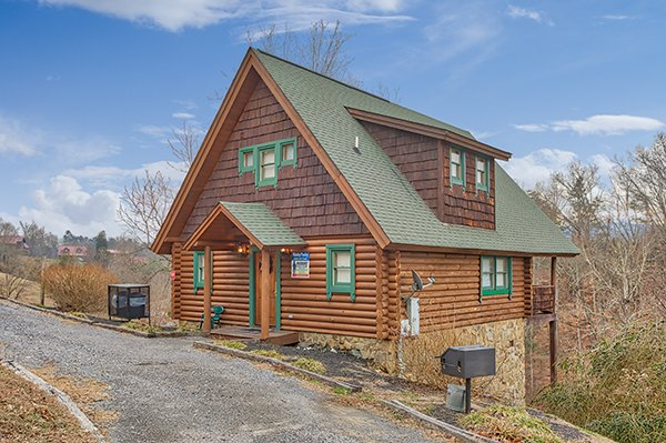 Front exterior and parking at Hanky Panky, a 1-bedroom cabin rental located in Pigeon Forge