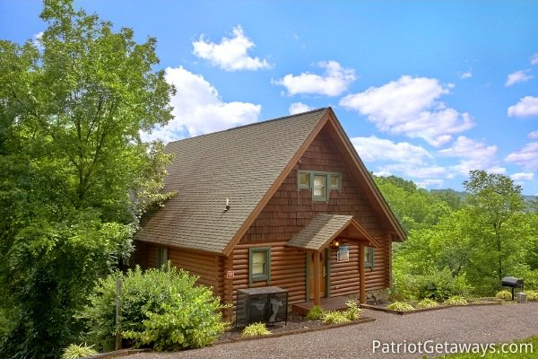 one bedroom cabin rental located in pigeon forge called hanky panky
