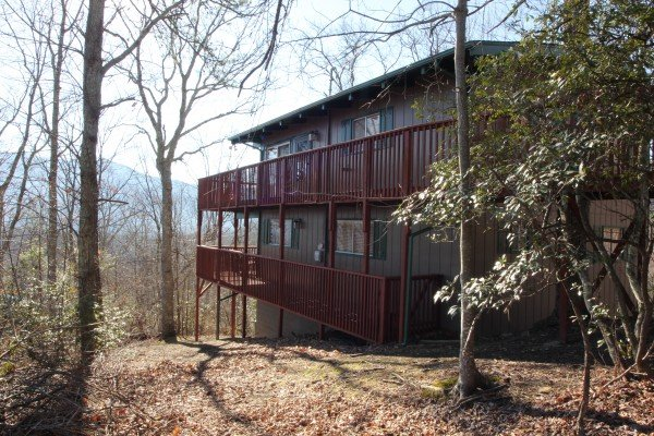 Side view from the yard at Bushwood Lodge, a 3-bedroom cabin rental located in Gatlinburg