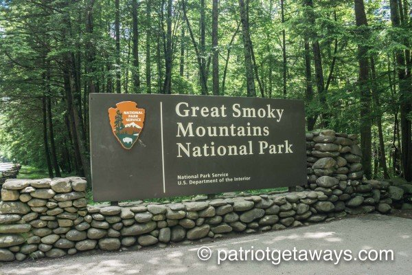 The Great Smoky Mountains National Park is close to Bushwood Lodge, a 3-bedroom cabin rental located in Gatlinburg