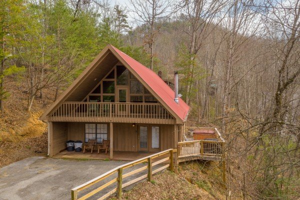 Exterior view of Around the Bend, a 3 bedroom cabin rental located in Pigeon Forge