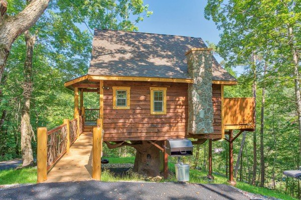 Brilliant Gatlinburg Treehouse A Gatlinburg Cabin Rental Interior Design Ideas Tzicisoteloinfo