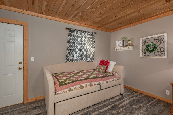 Trundle bed in a bedroom at Bearadise 4 Us, a 3 bedroom cabin rental located in Pigeon Forge