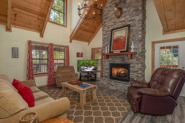 Living room with fireplace and TV at Bearadise 4 Us, a 3 bedroom cabin rental located in Pigeon Forge