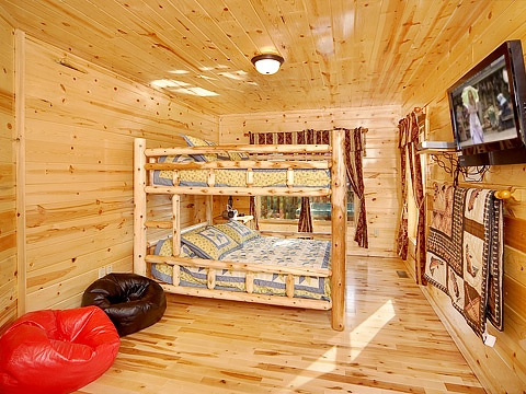 first floor queen bunk beds at natural wonder a 4 bedroom cabin rental located in gatlinburg