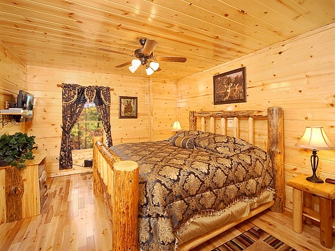 main level queen bedroom at natural wonder a 4 bedroom cabin rental located in gatlinburg