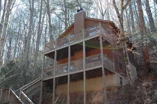 exterior front view at whispering creek a 1 bedroom cabin rental located in gatlinburg