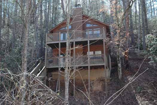 exterior view from parking area at whispering creek a 1 bedroom cabin rental located in gatlinburg