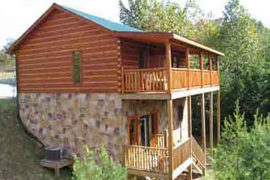 Back exterior of Bear House Rock, a 3-bedroom cabin rental located in Pigeon Forge