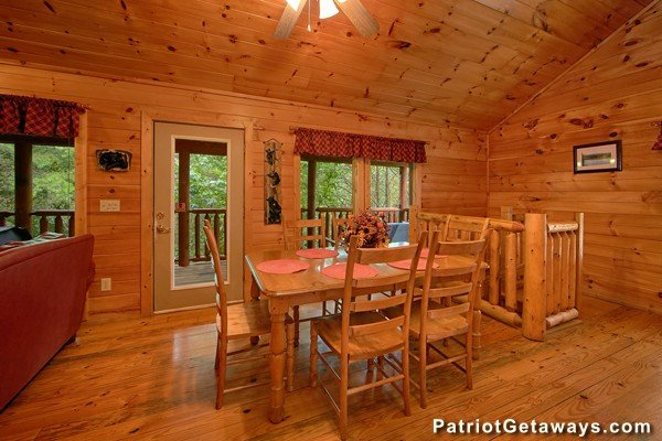 Additional dining space for six at Bear House Rock, a 3-bedroom cabin rental located in Pigeon Forge