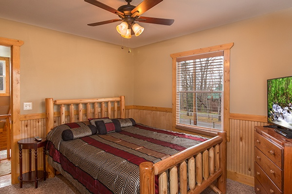 at lucky logs a 3 bedroom cabin rental located in gatlinburg