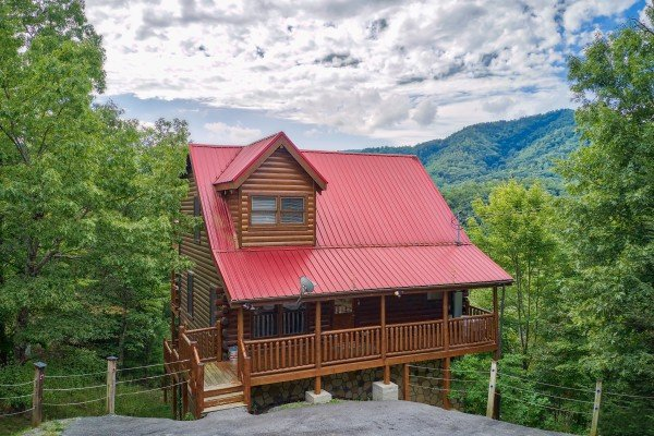Over the Rainbow, a 3 bedroom cabin rental located in Pigeon Forge