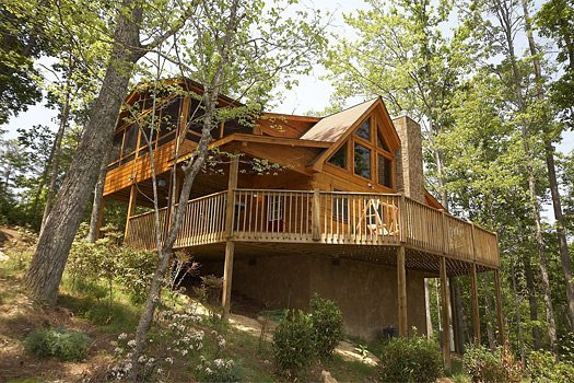looking up at the wrap around deck of alpine romance a 2 bedroom cabin rental located in pigeon forge