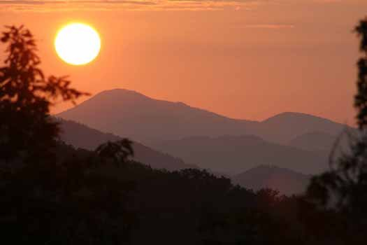 smoky mountain sunrise as seen from alpine romance a 2 bedroom cabin rental located in pigeon forge