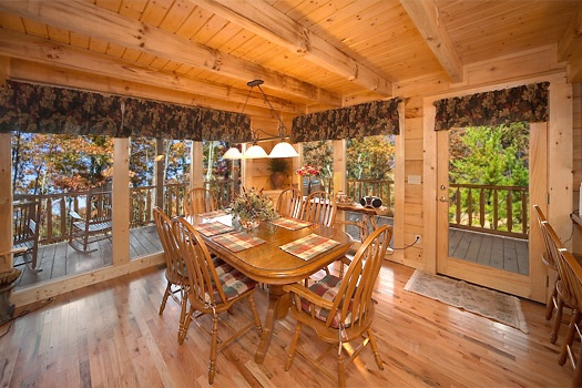 dining area at paws n' claws a 2 bedroom cabin rental located in gatlinburg