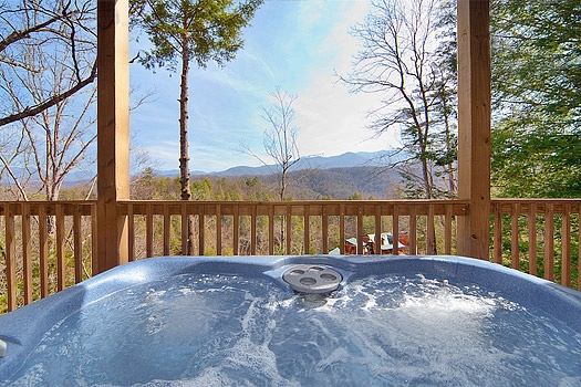 hot tub at highlander a 4 bedroom cabin rental located in gatlinburg