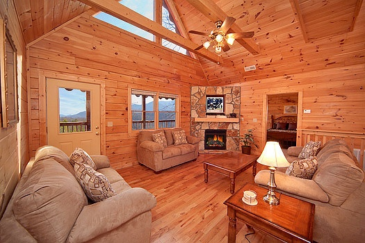 living room with vaulted ceilings at highlander a 4 bedroom cabin rental located in gatlinburg
