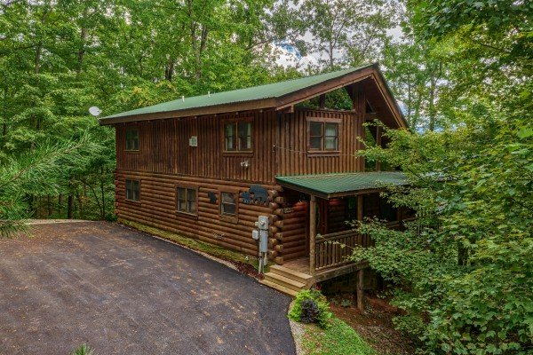 Exterior of cabin with parking at Black Bear Magic, a 4-bedroom cabin rental located in Gatlinburg