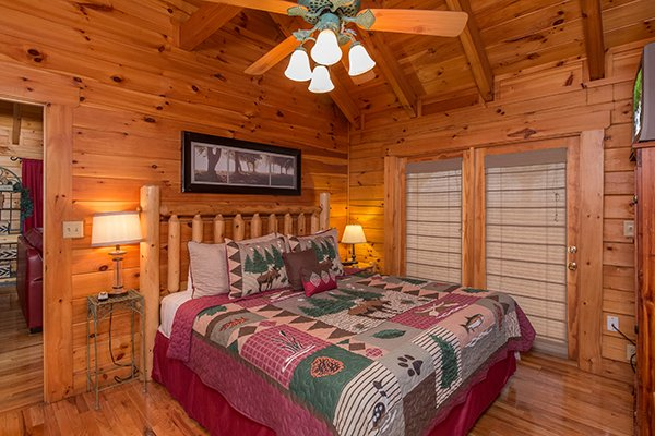 master bedroom at 1 amazing view a 2 bedroom cabin rental located in pigeon forge