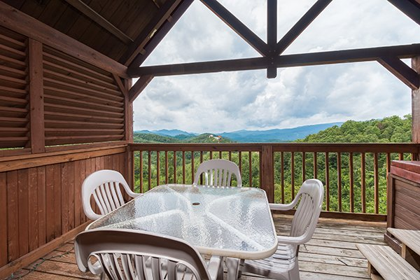 outdoor dining space at 1 amazing view a 2 bedroom cabin rental located in pigeon forge