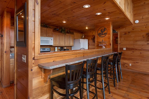 Counter seating for five at Pot O' Gold, a 4 bedroom cabin rental located in Pigeon Forge