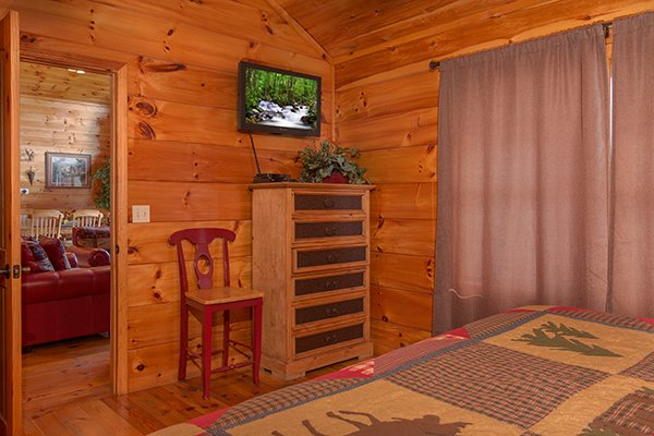 Chest of drawers and TV in a bedroom at Pot O' Gold, a 4 bedroom cabin rental located in Pigeon Forge