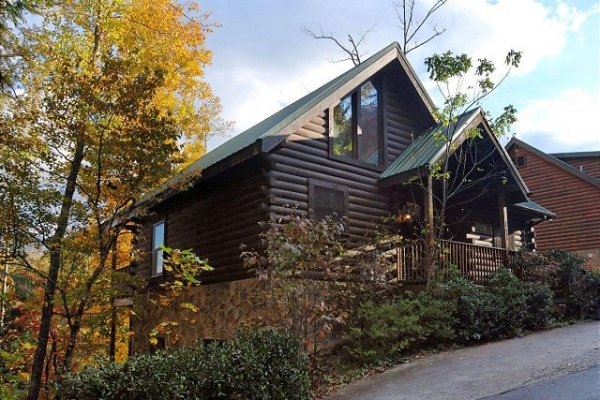 Looking up at the cabin and parking from the hill at Mountain Top View, a 3 bedroom cabin rental located in Gatlinburg