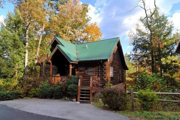Parking and cabin exterior at Mountain Top View, a 3 bedroom cabin rental located in Gatlinburg