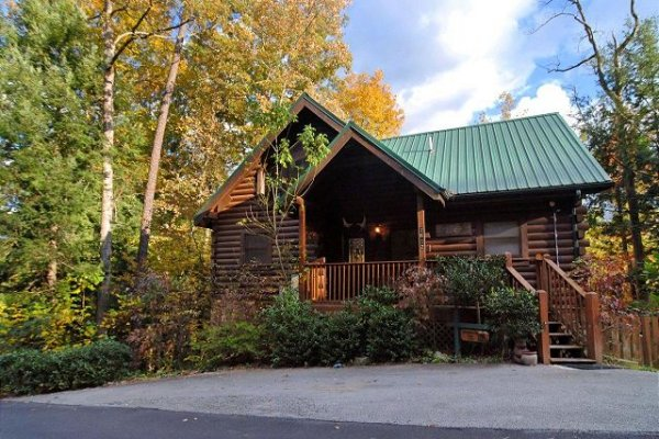Parking and front exterior at Mountain Top View, a 3 bedroom cabin rental located in Gatlinburg