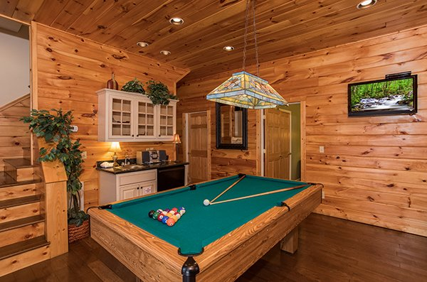 Pool table and wet bar at Mountain Top View, a 3 bedroom cabin rental located in Gatlinburg