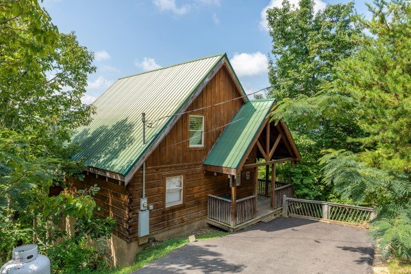 American Beauty, a 2 bedroom cabin rental located in Pigeon Forge
