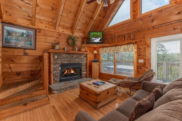 Fireplace and TV in the living room at American Beauty, a 2 bedroom cabin rental located in Pigeon Forge
