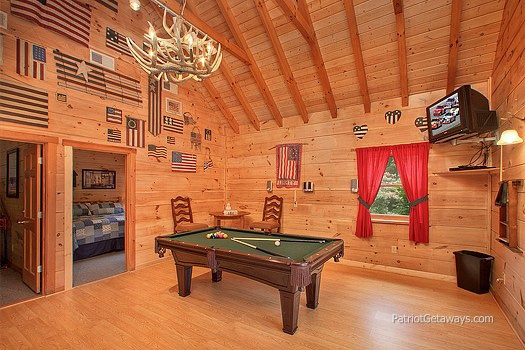 pool table in lower level at patriot pointe a 5 bedroom cabin rental located in pigeon forge
